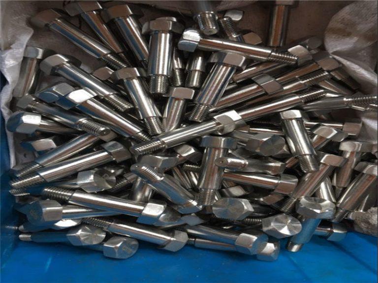 Продаємо нестандартні сталеві автомобільні кріплення